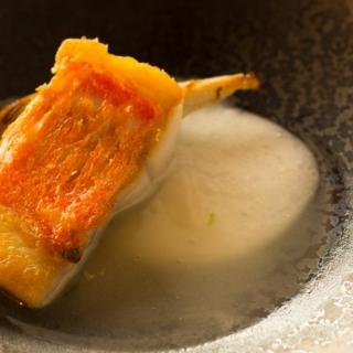 金目鯛の鉄板焼き お米のピューレとお魚のだしソース